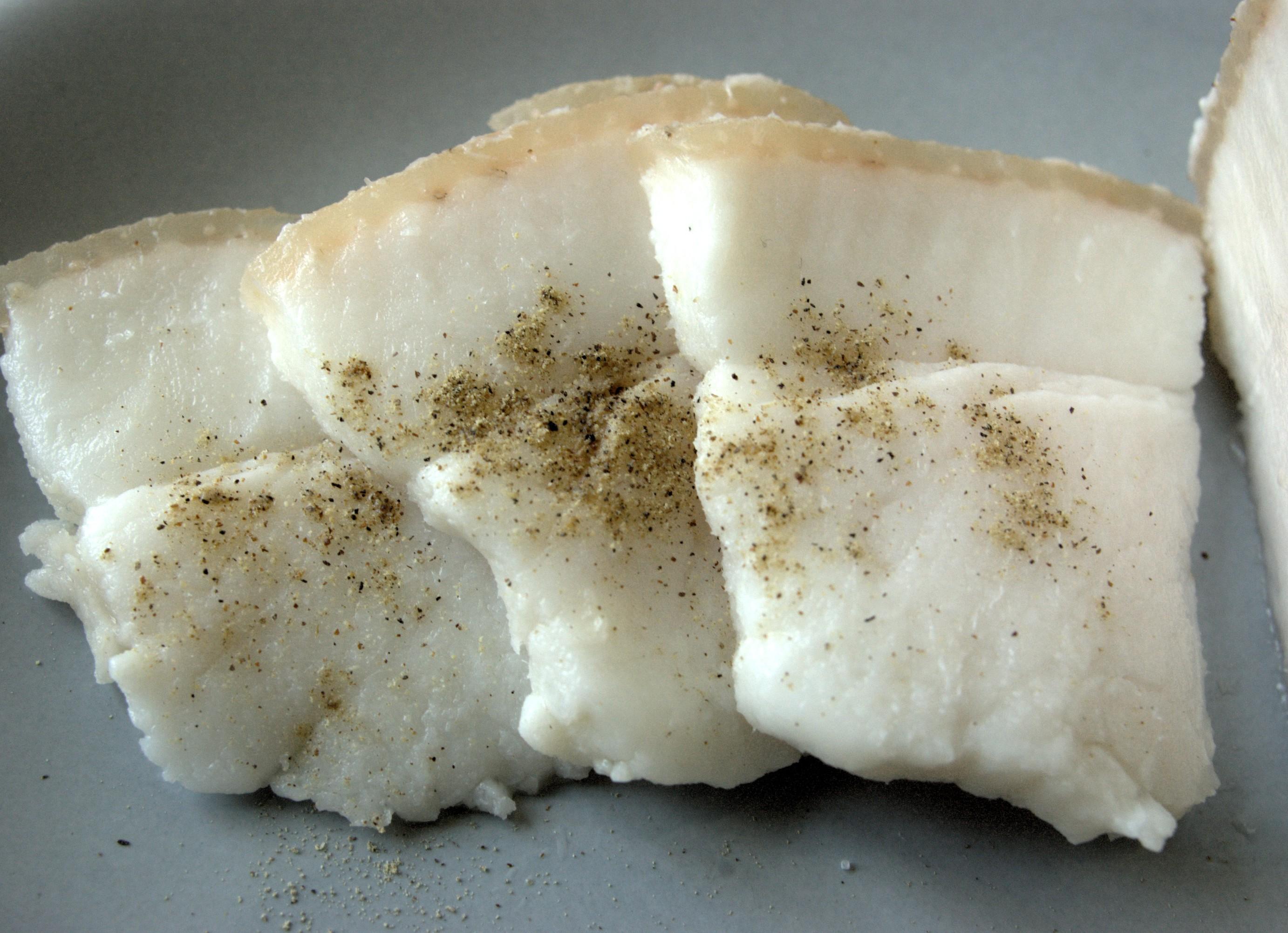 Сало соленое: вред и польза, калорийность