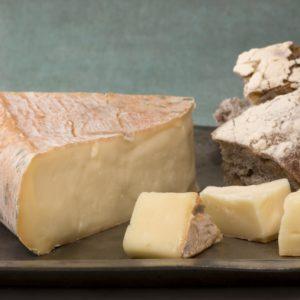 сыр талледжио кусок