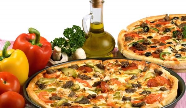 пицца и оливковое масло