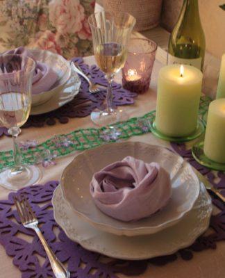 романтически оформленный стол