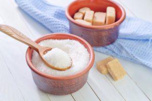 кристаллический сахар и сахар в кубиках
