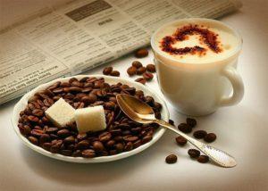 чашка кофе, сахар, кофейные зерна