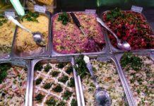 русские салаты в магазине