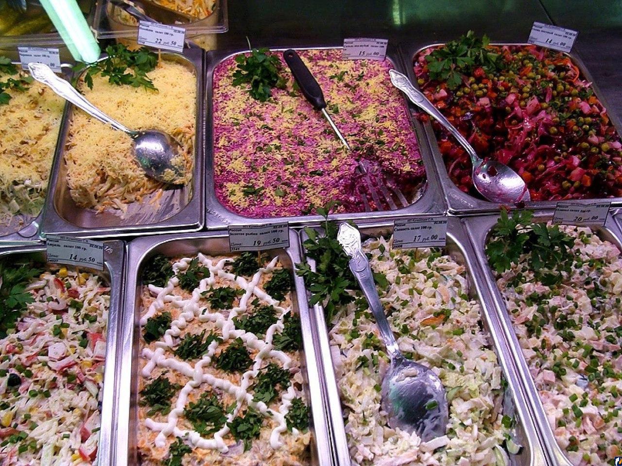 Русские и салаты: история появления салатов в русской кухне