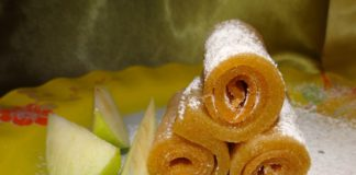 яблочная пастила на тарелке